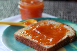 vanilla-apricot-jam-on-toast